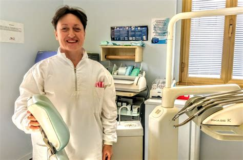 assistenza alla poltrona lo staff dello studio dentistico sacripante