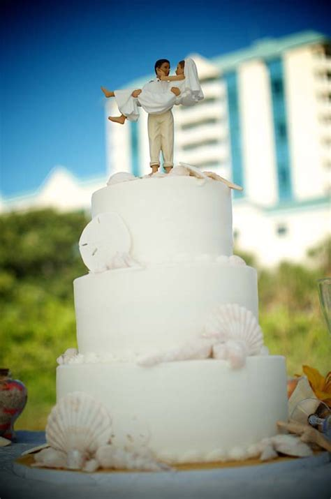 BEACH WEDDING CAKES FOR FLORIDA DESTINATION WEDDING