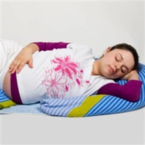bauch liegen schwangerschaft schlaflose n 228 chte tipps f 252 r einen besseren schlaf