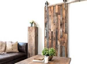 une porte coulissante en planches de bois us 233 es