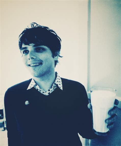 young gerard way the shape of gerard way face when he was radiofreccia l ex my chemical romance gerard way