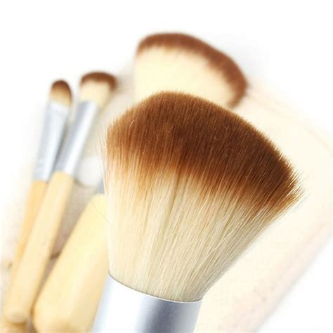 Kuas Make Up Sepaket kuas make up bambu 4 set brown white jakartanotebook
