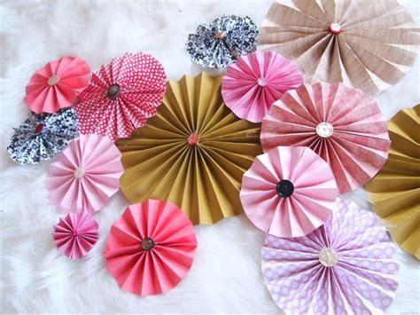 cara membuat bunga dari kertas untuk hiasan cara membuat hiasan dinding dari kertas prelo blog tips
