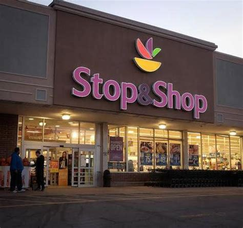 stopand shopchristmastree south orange stop shop customers contribute 3 513 to neighbors in need this season