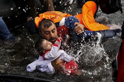 syrian turkey refugee cs heartbreaking photos of refugee crisis business insider