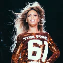 Beyonce Tom Ford Beyonc 233 Rocks Out In Tom Ford S Sequin Jersey Dress