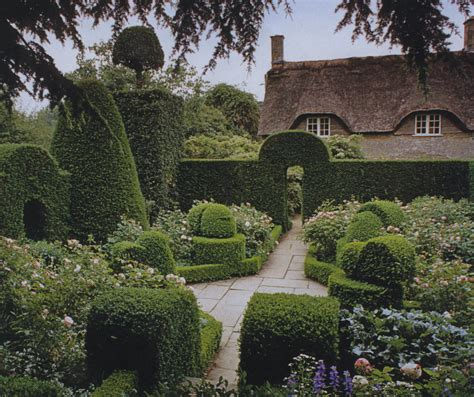 Garden Manor by Hidcote Manor Garden Distinct Vision