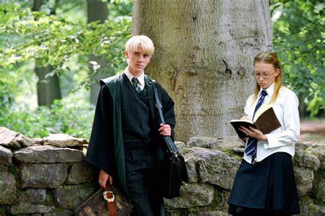 emma watson z chlopakiem rebel s haven hogwarts robes research