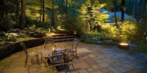 illuminazione alberi illuminazione giardino consigli per illuminare gli