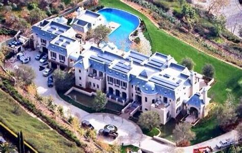 tom brady house tom brady and gisele reportedly selling massive los angeles mansion larry brown sports