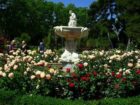 imagenes de jardines de rosas rojas im 225 genes de jard 237 n de rosas para casas