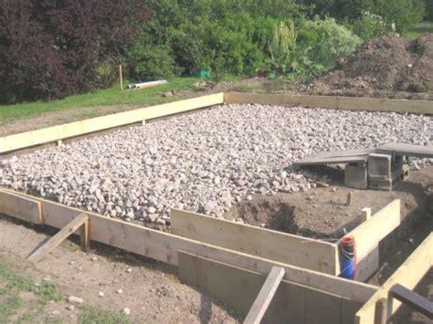 agréable Construire Un Abri De Jardin En Bois #5: photo-realiser-dalle-beton-chalet-bois-stmb-construction.jpg