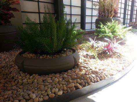 jardim decorado pedras e grama foto jardim pedras e vasos de floreada paisagismo e