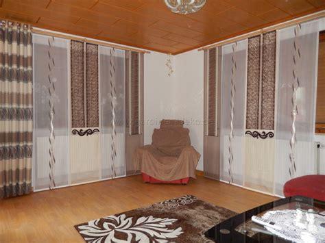 wohnzimmer fenster behandlungen schiebegardine f 252 rs wohnzimmer mit beige braunen schals