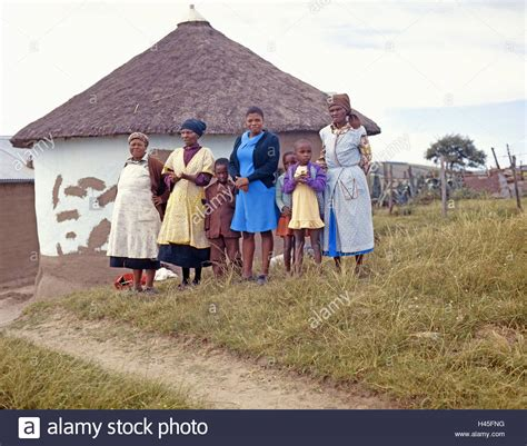 xhosa hutte s 252 den afrika transkei dorf xhosa stamm frauen kinder