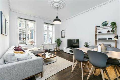 suelo oscuro  sofa gris claro todo  acierto sofas