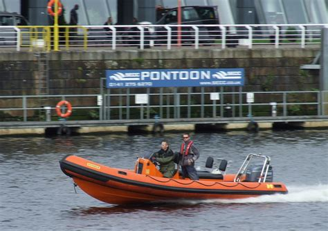 inflatable boats glasgow inflatable boat on the clyde 169 thomas nugent geograph