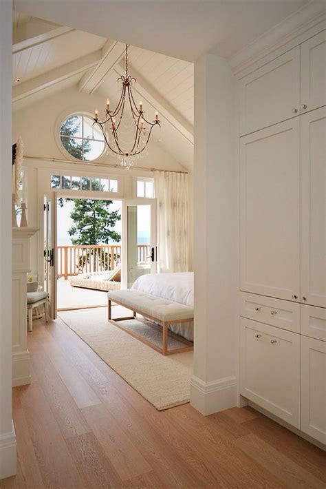 Cathedral Ceiling Bedroom by Best 25 Cathedral Ceiling Bedroom Ideas On