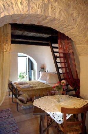 il giardino dei trulli interno trullo foto de giardino dei trulli alberobello