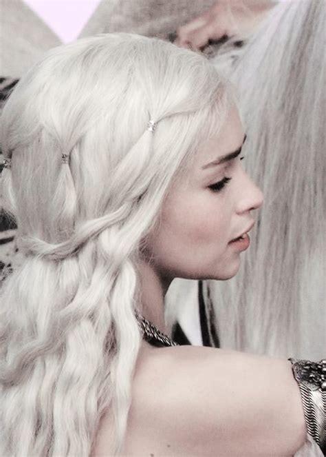 daenerys targaryen hair styles daenerys hair detail it s not a braided hairstyle but