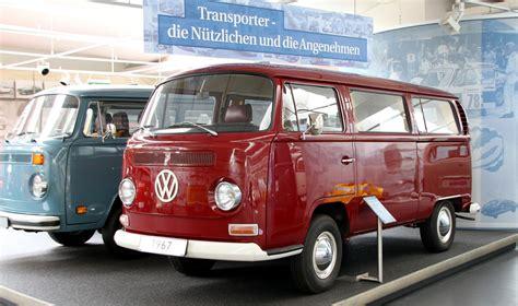 volkswagen furgone figli dei fiori il ritorno pulmino volkswagen in versione elettrica