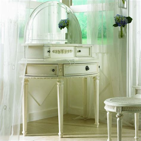 vanity for bedroom for makeup unexpected error