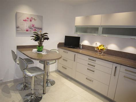 cuisine beige et marron r 233 alisation cuisines couloir mod 232 le beige ros 233 avec plan