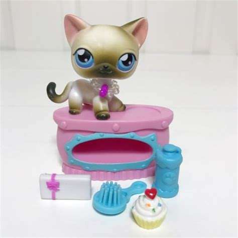 littlest pet shop lot siamese cat 5 lps accessories bed