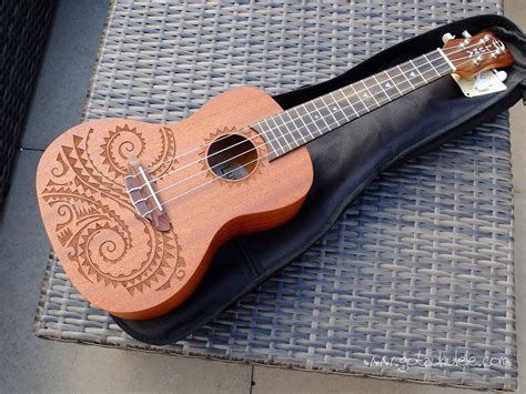 luna tattoo concert ukulele review