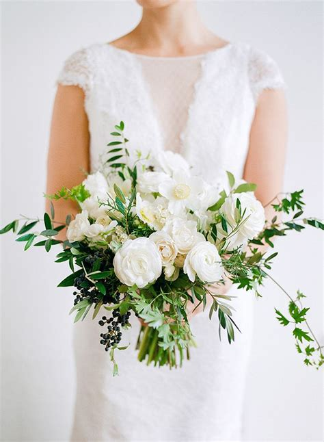 white wedding flowers white floral wedding bouquet bouquet wedding flower