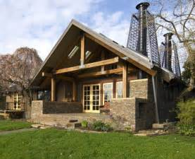 Cabin Style Houses by Rustic Cabin Style House With Stone Decoration