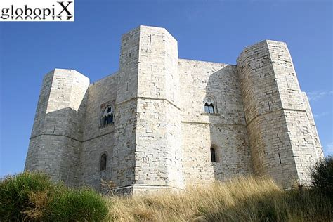 castel monte interno foto castel monte vista di castel monte 2 globopix