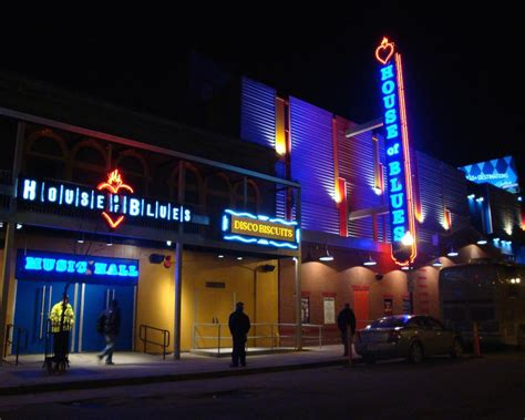 house of blues capacity pantsdowne street house of blues employee fired after caught having sex in men s room vanyaland