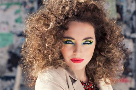 www 1980s curly hairsyles 1980s hairstyles 4 totally tubular ideas for halloween