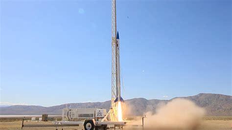 motoru  yaziciyla ueretilen roket basariyla firlatildi