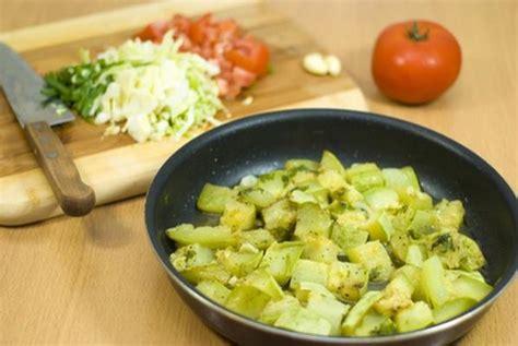cuisiner des courgettes poele recette saut 233 de courgettes express 750g
