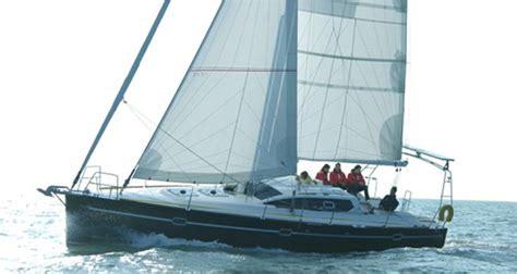cabinati a vela corso di vela al mare su cabinato avno