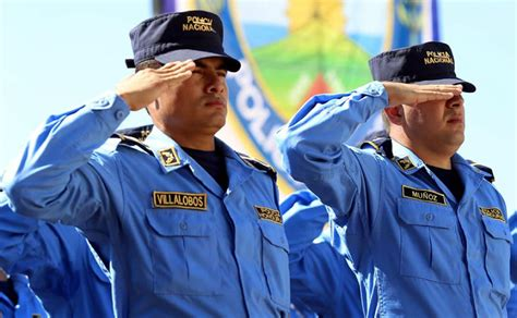 nuevo uniforme de la policia polic 237 a nacional celebra 134 a 241 os con un nuevo modelo