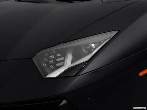 lamborghini aventador headlights in the 2014 lamborghini aventador coupe drivers side headlight
