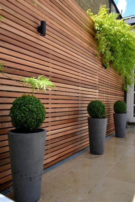 Panneau Décoratif Jardin 3120 by Cl 244 Ture Jardin En Bois Pvc Ou Bois Composite Laquelle Choisir
