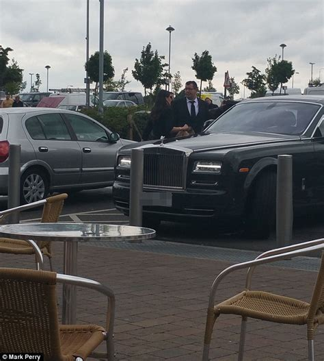 Simon Cowell Rolls Royce Simon Cowell S Rolls Royce Spotted Parked In Disabled Bay