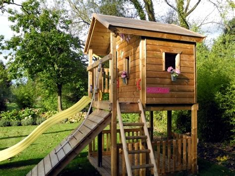 A tree house for children in garden construction ? Useful
