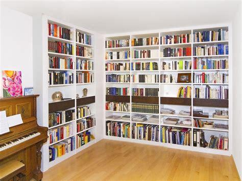 bibliothek einrichten hausbibliothek regalwand im wohnzimmer m 246 belideen