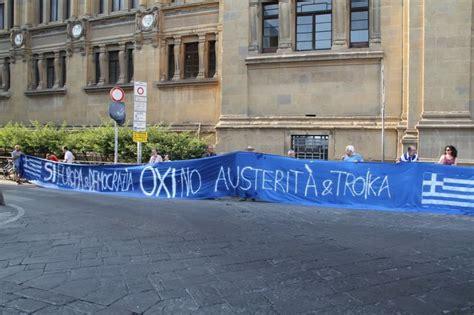 consolato tedesco sotto il consolato tedesco lo striscione per la grecia