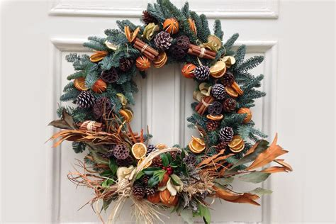 how to decorate a christmas wreath at home tips