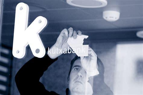 oficina kutxabank madrid kutxabank deja servicio a de clientes por un