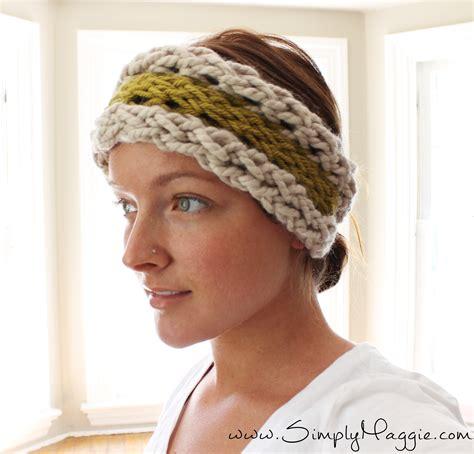 how to knit a ear warmer diy 15 minute finger knit ear warmer simplymaggie