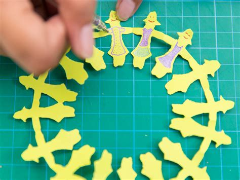 How To Make A Paper Person Chain - how to make a paper person chain 28 images paper cut