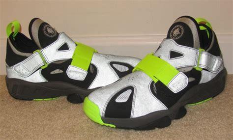 nike air huarache trainer 94 black volt sneaker freaker nike air trainer huarache 94 2013 sles sneakernews