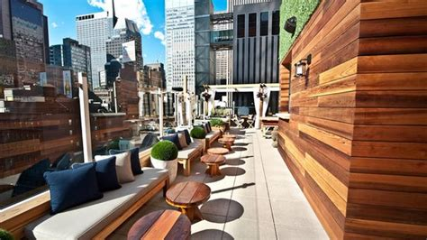 Roof Top Bar In Nyc by Rooftop Nyc New York City Midtown Restaurant